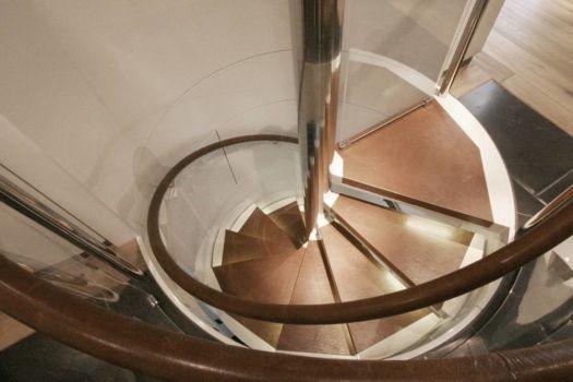 img_3773_dg_flur_detail_treppe_stufen